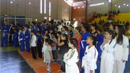Foto de tomada da abertura do evento