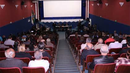 Foto do público no plenário da Câmara
