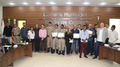 Foto de homenageados pela Câmara de Barão de Cocais