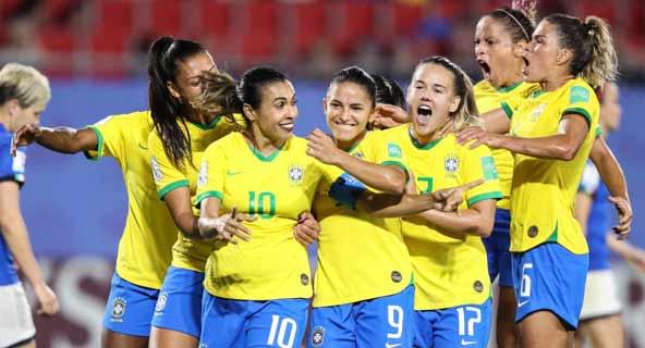 Foto de comemoração das jogadoras brasileiras