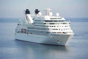 Foto de navio de cruzeiro em alto mar