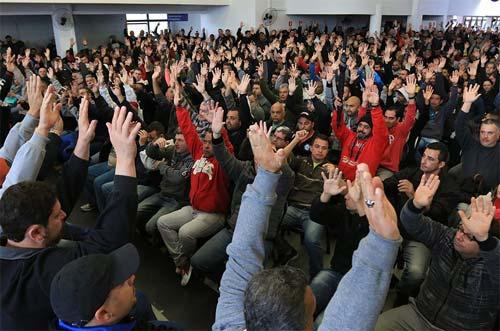 Foto de assembleia de trabalhadores)