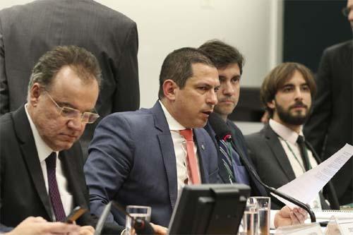 foto de reunião da comissão