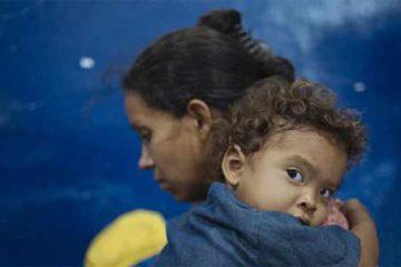 Foto de venezuelana com o filho