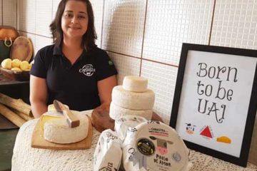 Foto de Lucilha com o queijo canastra