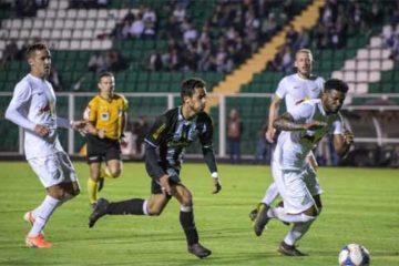Foto de lance do jogo Fiueirense x Bragantino