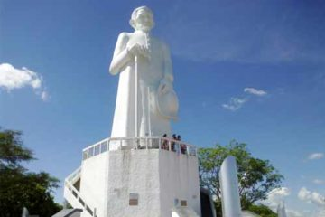 Foto da estátua de Padre Cícero)